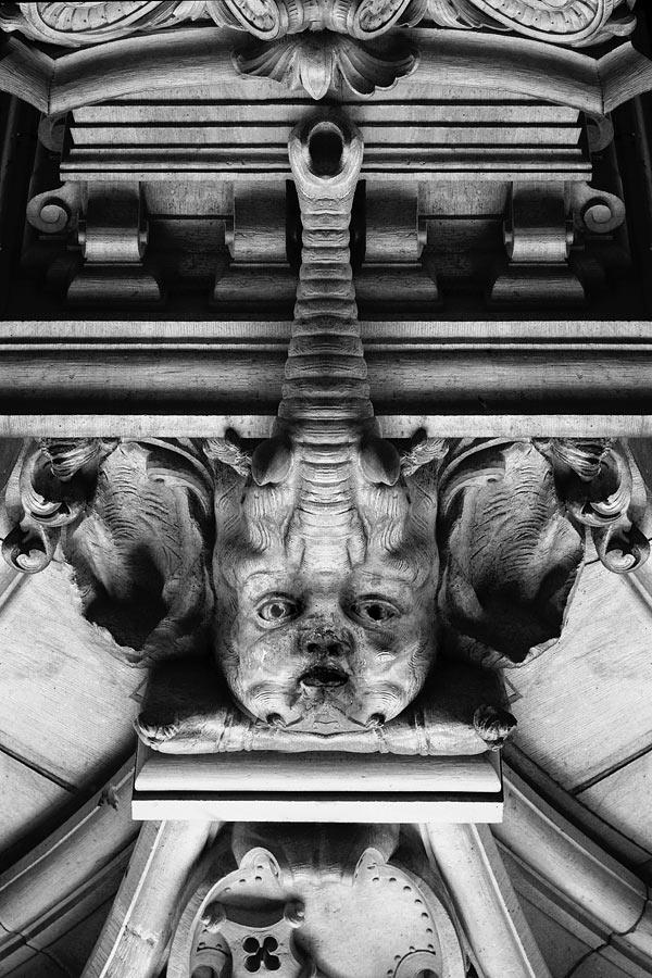 Eine Statue mit Rüssel